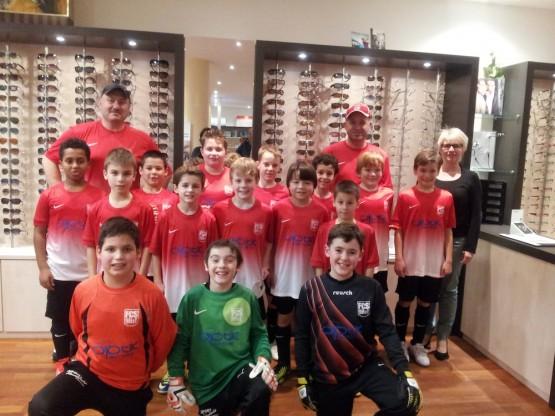Die E2-Junioren zu Gast bei Optik Mattern
