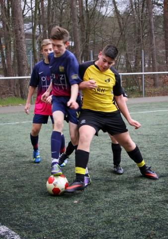 Philipp im Zweikampf um den Ball
